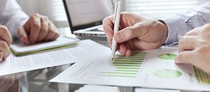 Businessman drawing Strategy_Experten-helfen